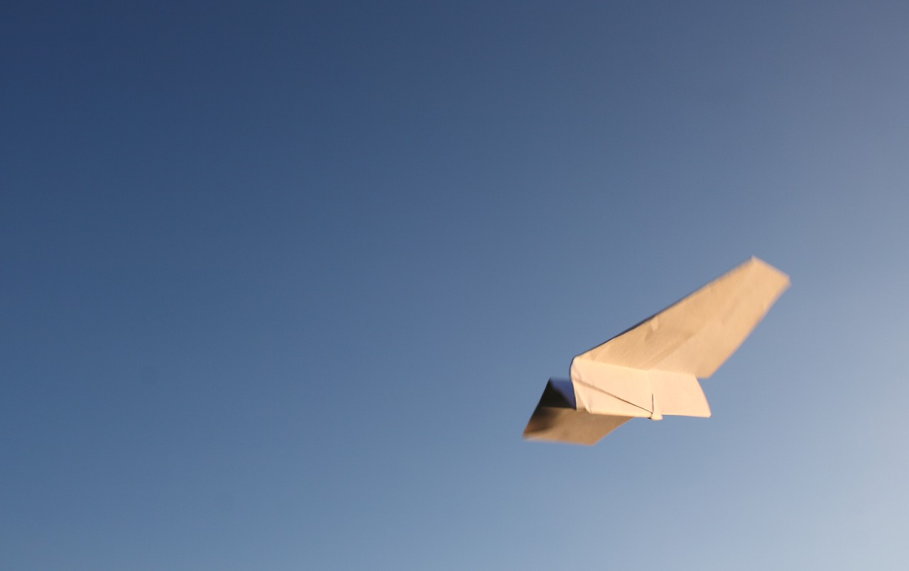 Online Pläne Papierflieger basteln